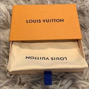 Louis Vuitton: Small Box + Dustbag